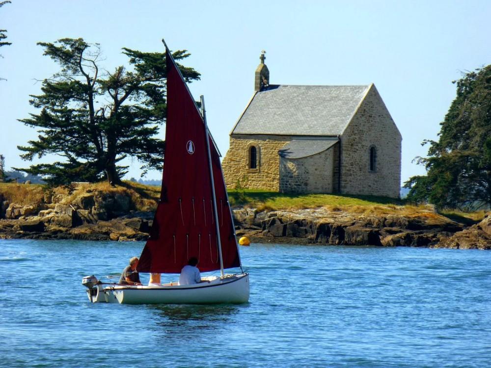 Chapelle de l'île de Boedic dans le golfe du Morbihan
