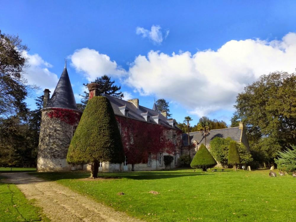 Le château de Branféré au cœur du parc.