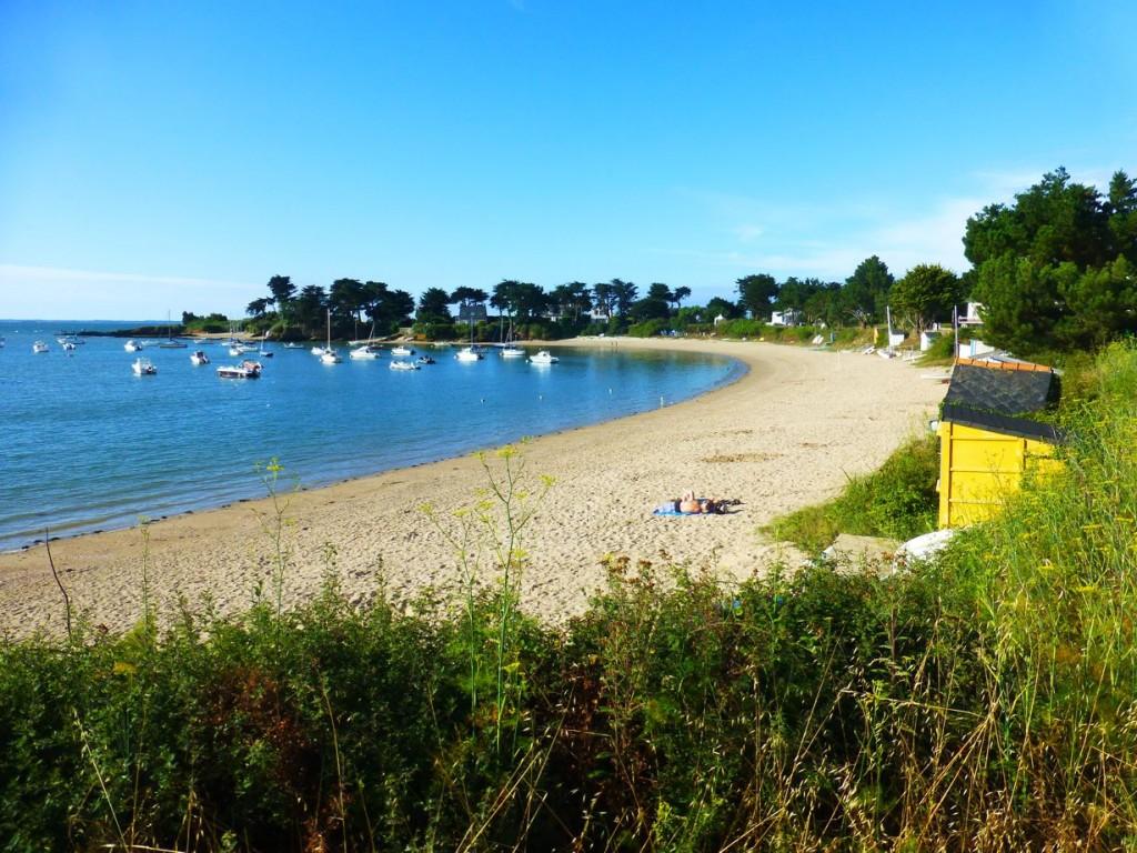 La petite plage vers 9h le matin: calme et beau...