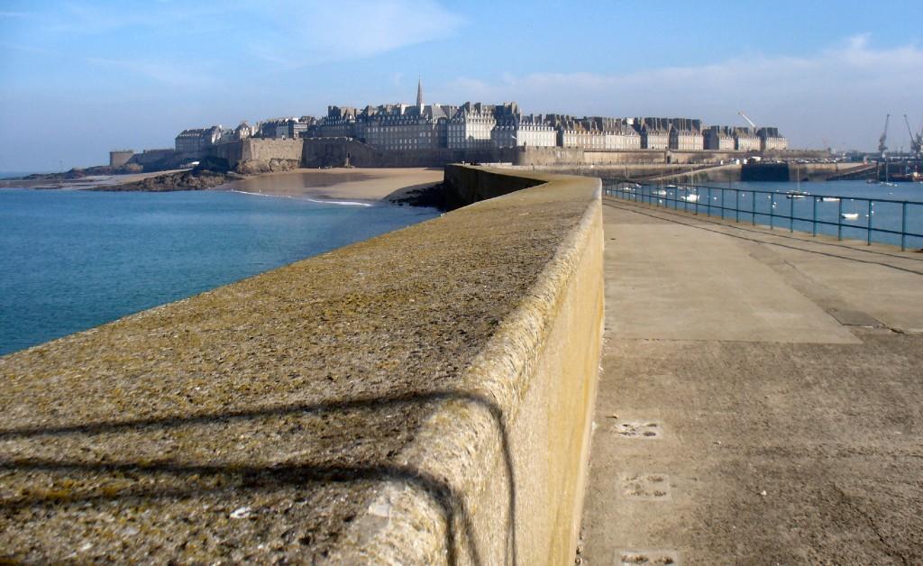 Saint Malo, vue de la digue.