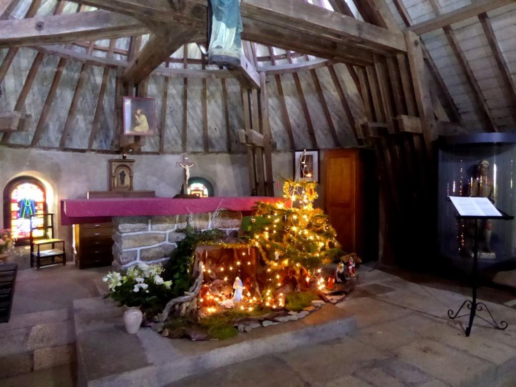 Crèche dans la chapelle de Kervoyal