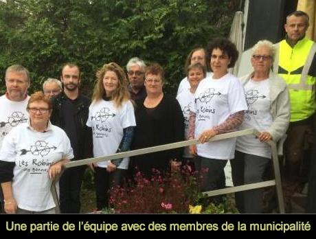 équipe des robins des bennes et de la municipalité d'ambon