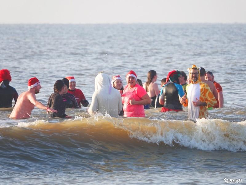 bain de noêl kervoyal en damgan 29-12-2019- marche aquatique des vénètes (10)