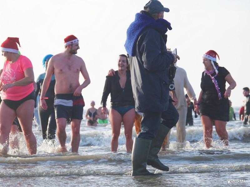 bain de noêl kervoyal en damgan 29-12-2019- marche aquatique des vénètes (16)
