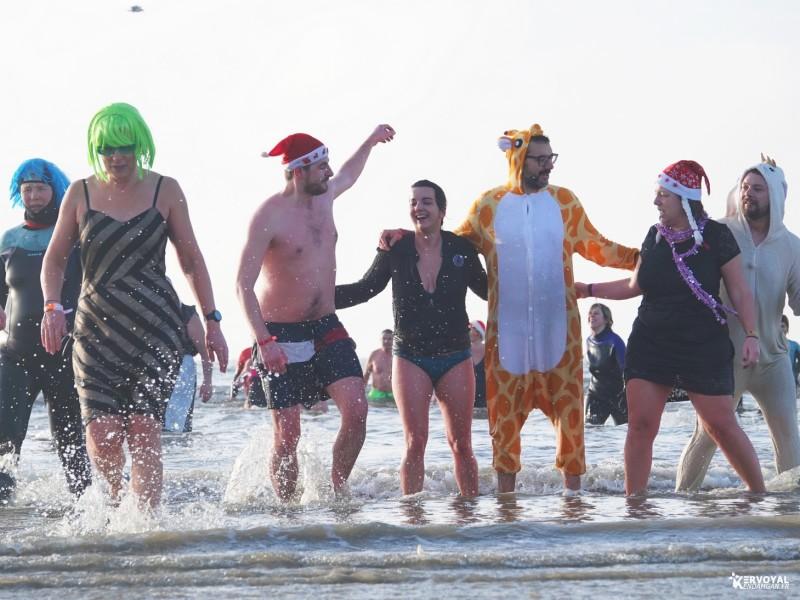 bain de noêl kervoyal en damgan 29-12-2019- marche aquatique des vénètes (17)