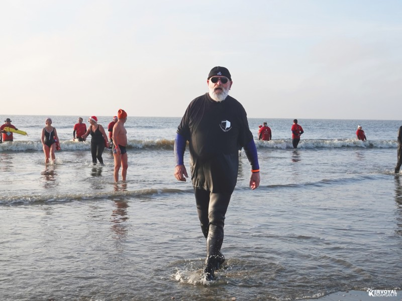 bain de noêl kervoyal en damgan 29-12-2019- marche aquatique des vénètes (19)