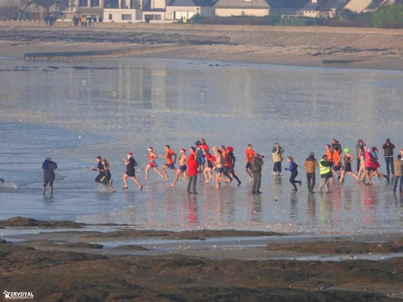 bain de noêl kervoyal en damgan 29-12-2019- marche aquatique des vénètes (3)