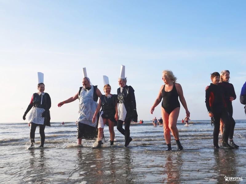 bain de noêl kervoyal en damgan 29-12-2019- marche aquatique des vénètes (8)