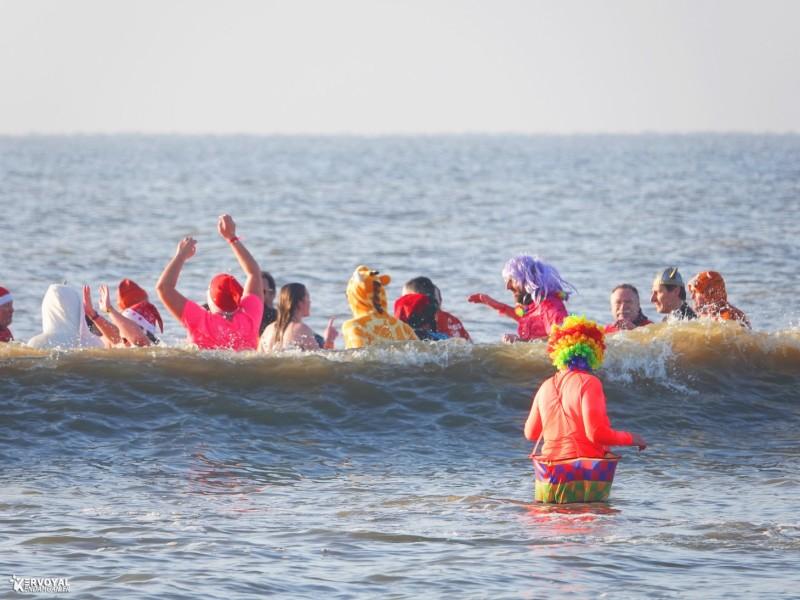 bain de noêl kervoyal en damgan 29-12-2019- marche aquatique des vénètes (9)