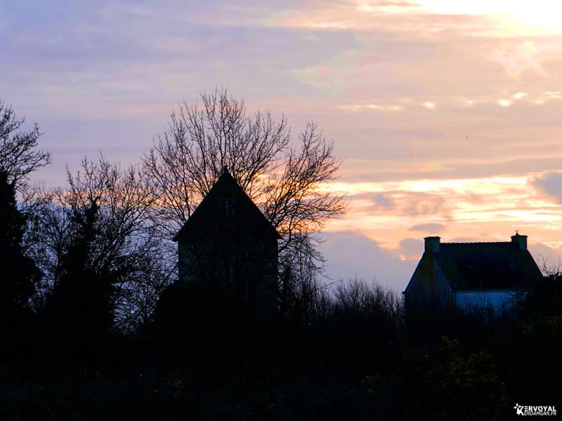 le moulin de kervoyal au couchant d'hiver en décembre 2019
