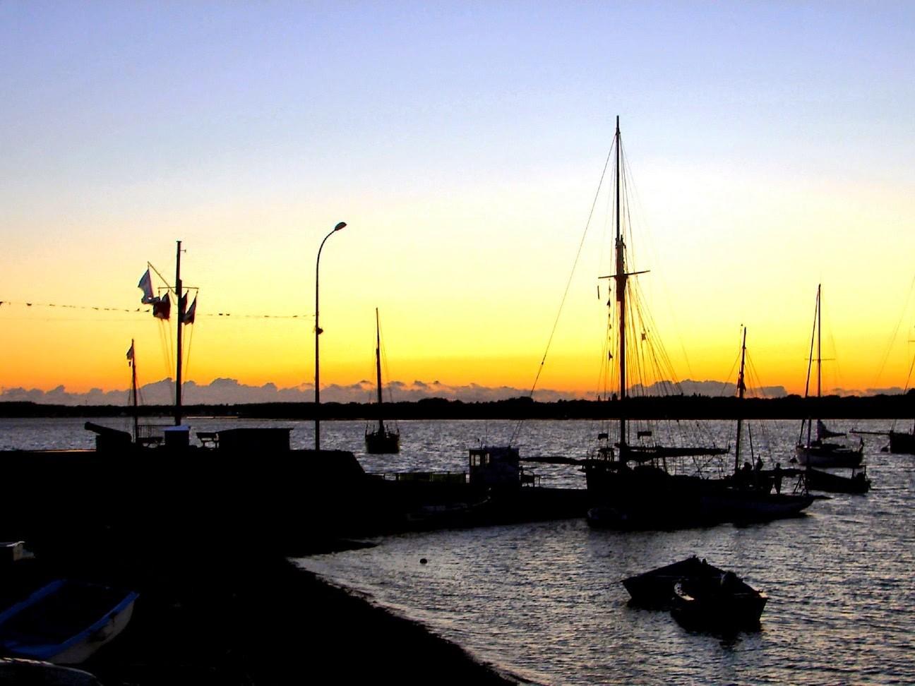Cale du port de Pénerf, un soir de fête de la mer